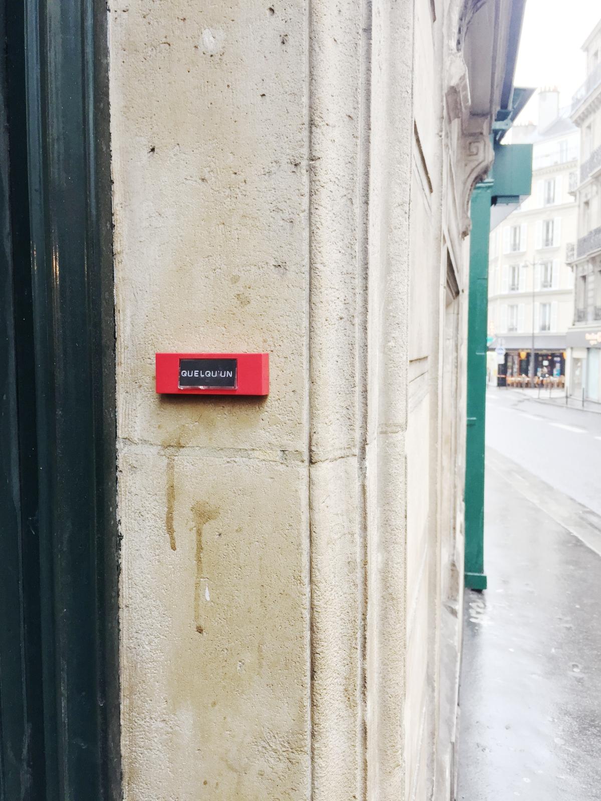Quelqu'un- Paris 9ème arrondissement - 2014 - Le Sonneur