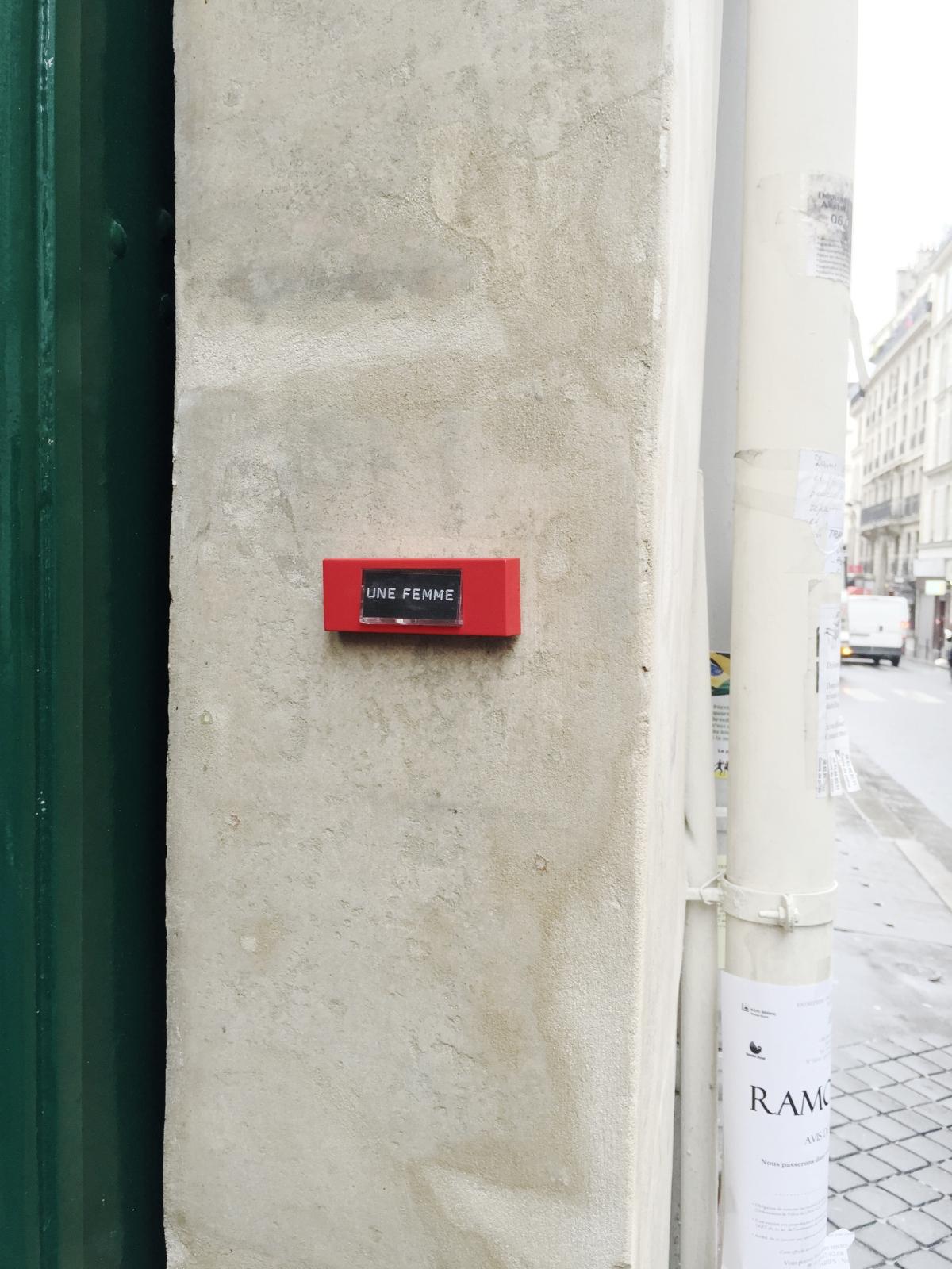 Une femme- Paris 9ème arrondissement - 2014 - Le Sonneur