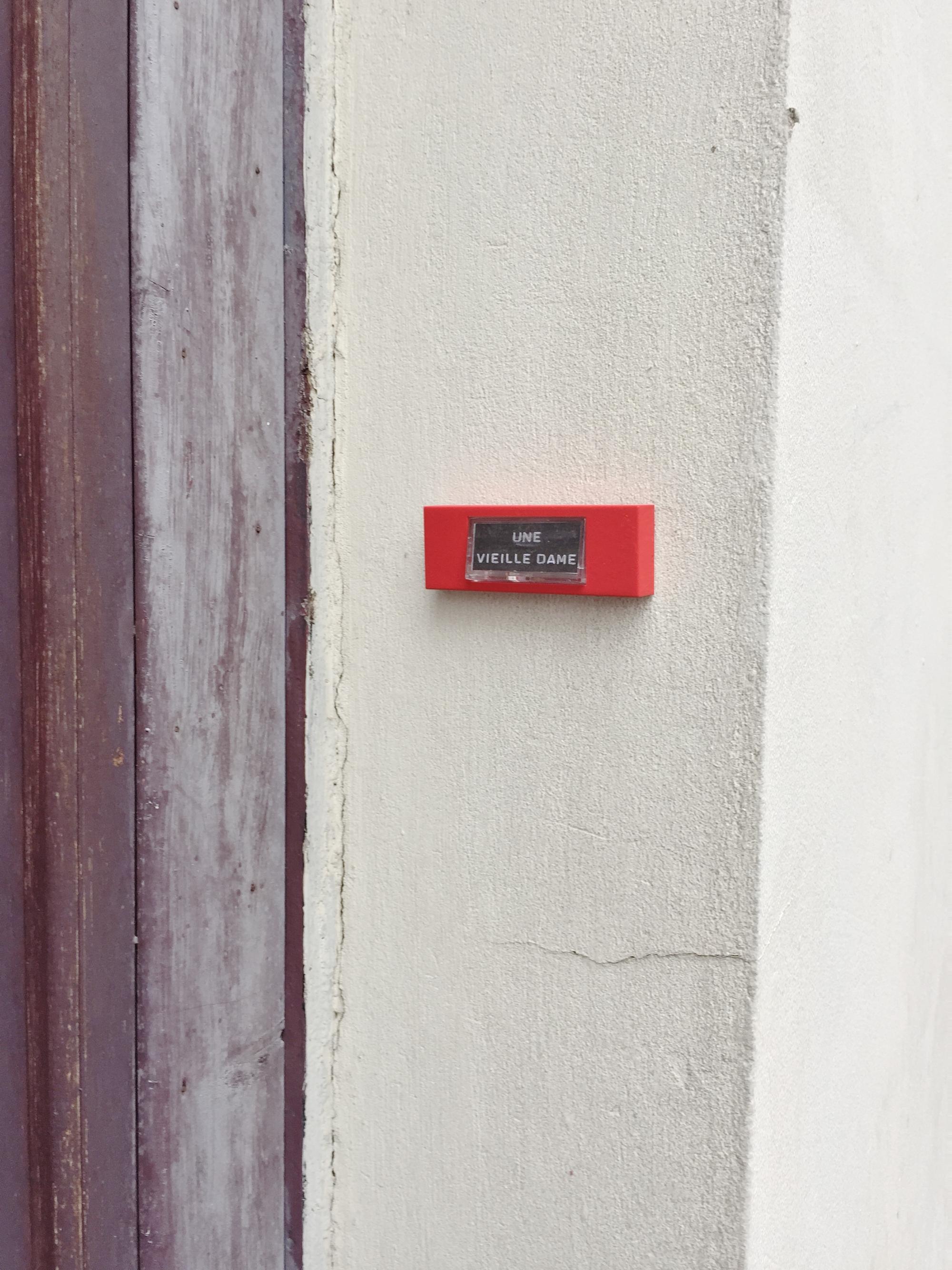Une vieille dame - Paris 9ème arrondissement - 2014 - Le Sonneur