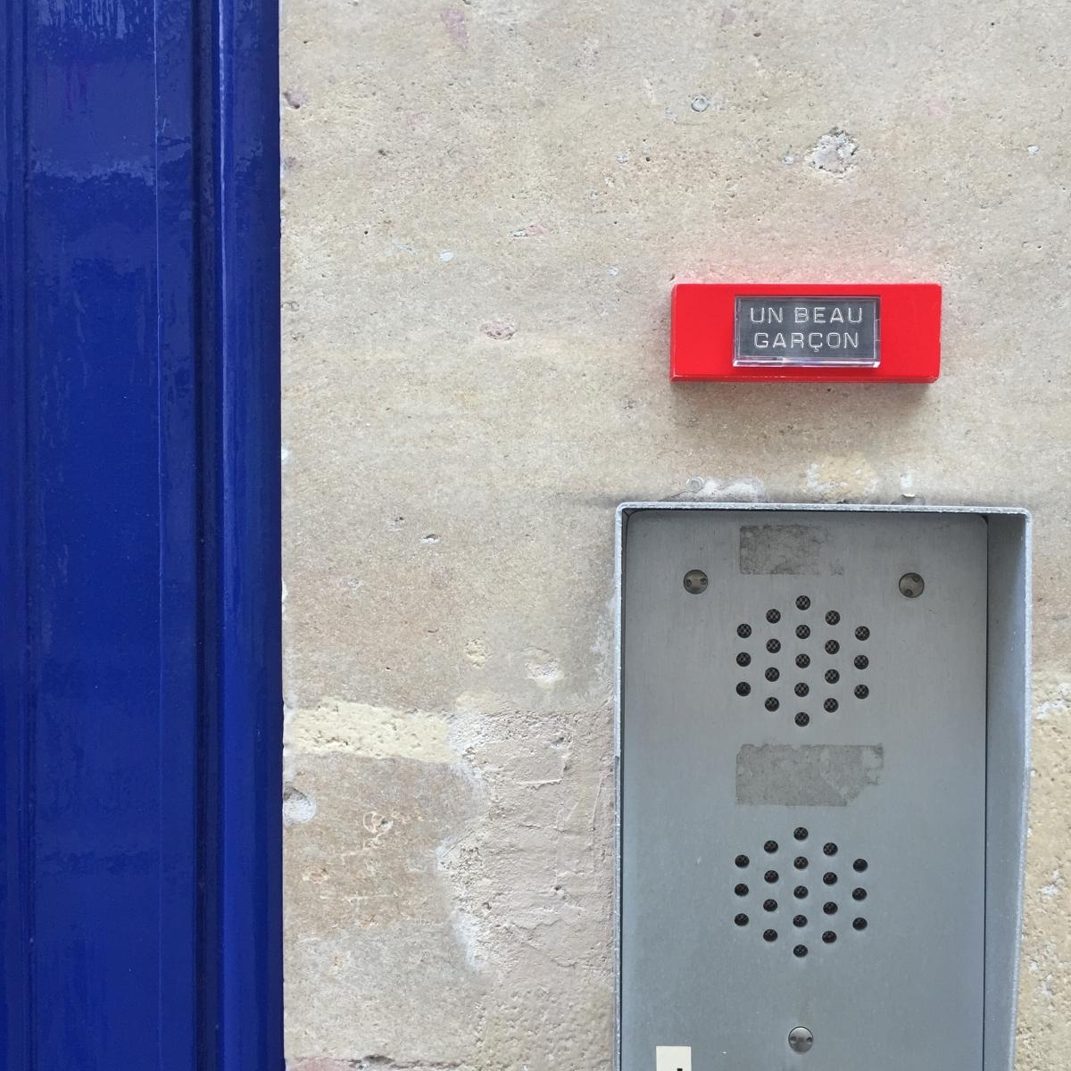 Un beau garçon - Paris 9ème arrondissement - 2015 - Le Sonneur