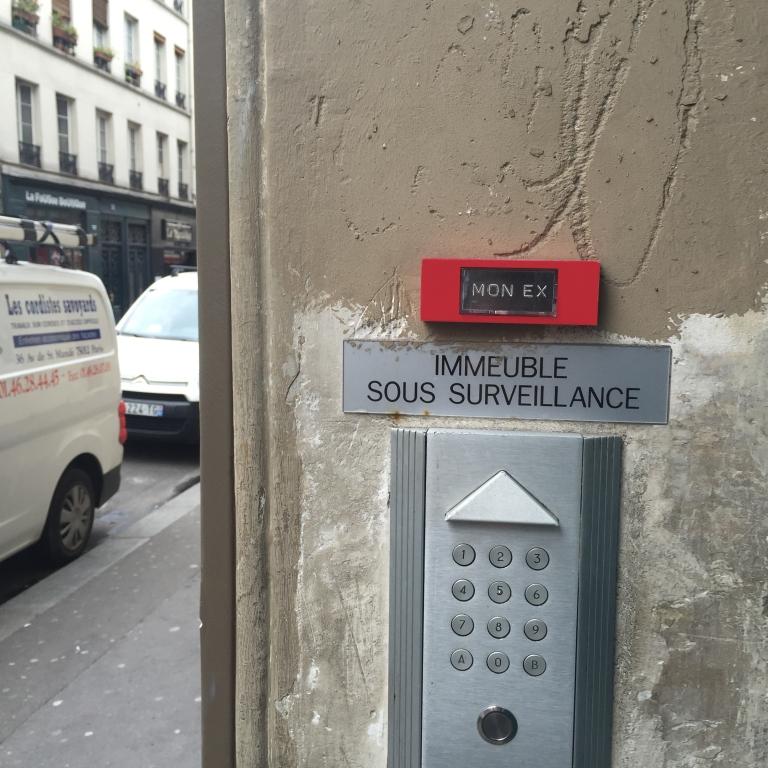 """Sous surveillance """"Stalker"""" - Paris 9ème arrondissement - 2015 - Le Sonneur"""