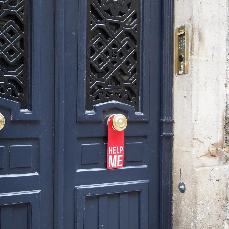 Door hanger « Help me » – Paris – 2016 – Le Sonneur