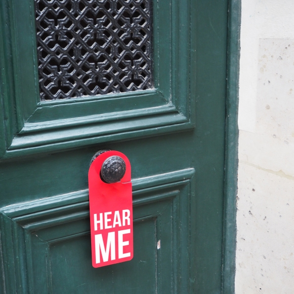 Door hanger « Hear me » – Paris – 2016 – Le Sonneur