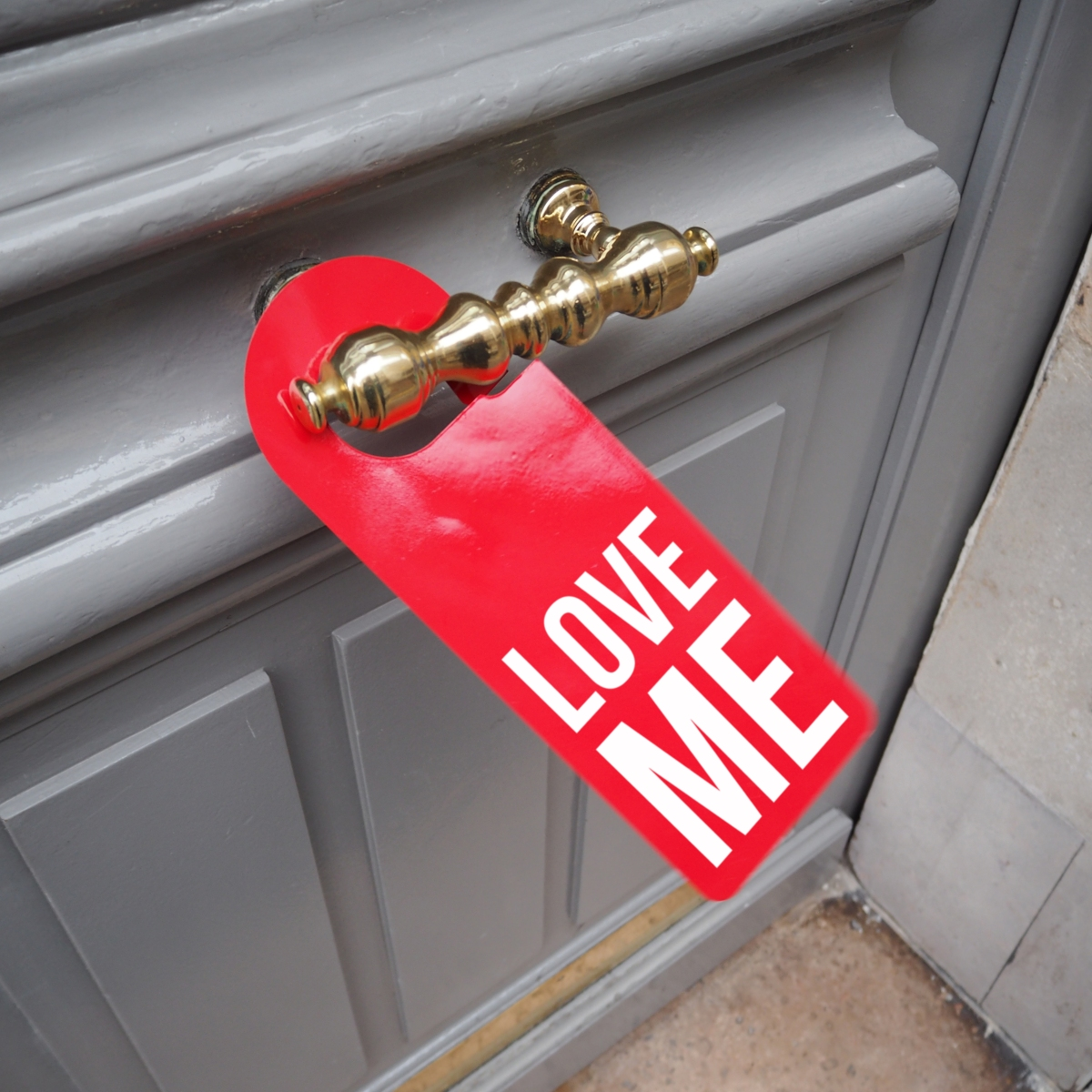 Door hanger « Love me » – Paris – 2016 – Le Sonneur