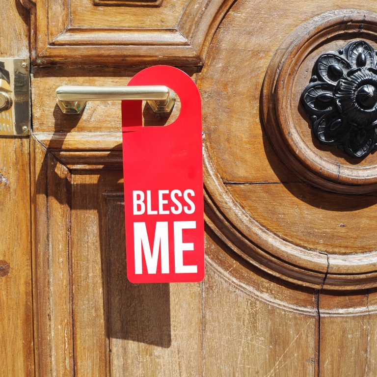 Door hanger « Bless me » – Paris – 2016 – Le Sonneur