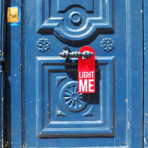 Door hanger « Light me » – Paris – 2016 – Le Sonneur