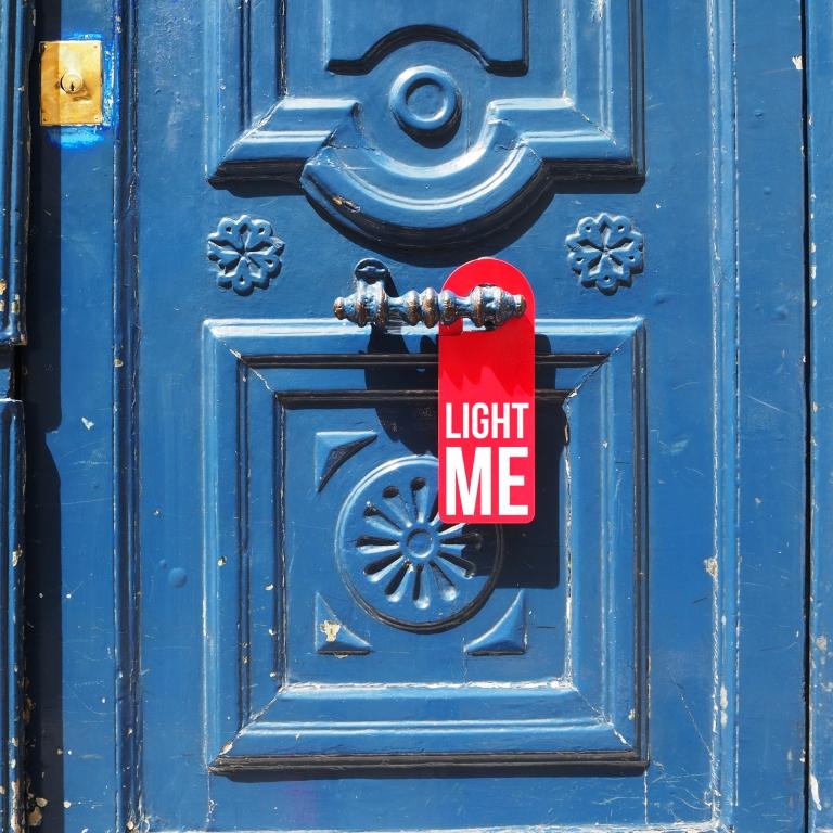 Door hanger « Light me » – Paris – 2016 – Le Sonneur