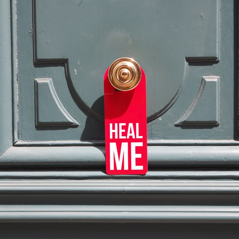 Door hanger « Heal me » – Paris – 2016 – Le Sonneur