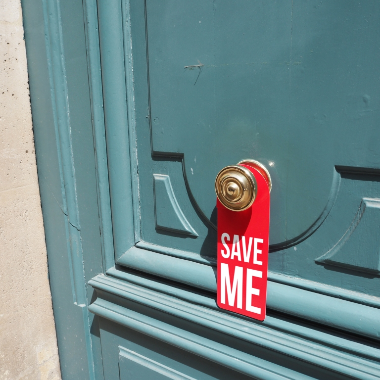 Door hanger « Save me » – Paris – 2016 – Le Sonneur