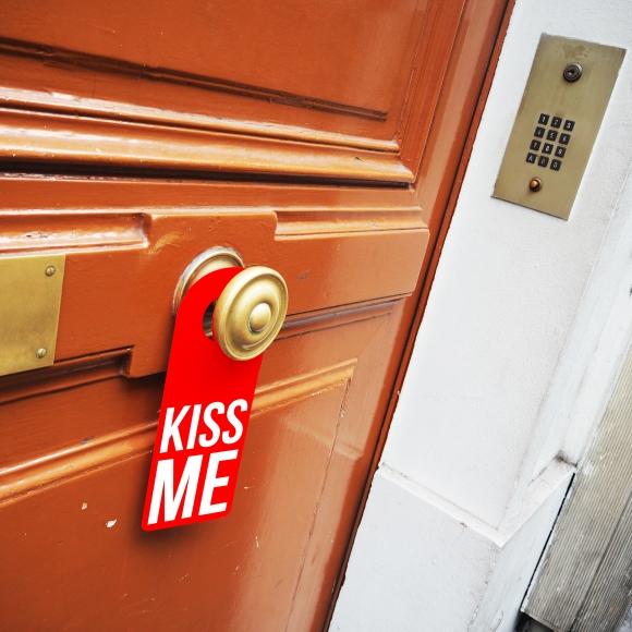Door hanger « Kiss me » – Los Angeles – 2016 – Le Sonneur