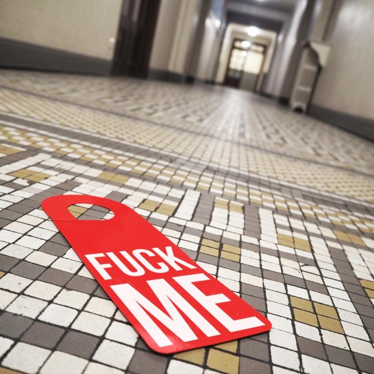 Door hanger « Fuck me » – Paris – 2017 – Le Sonneur