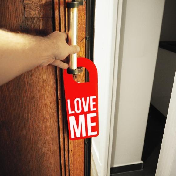 Door hanger « Love me » – Paris – 2017 – Le Sonneur