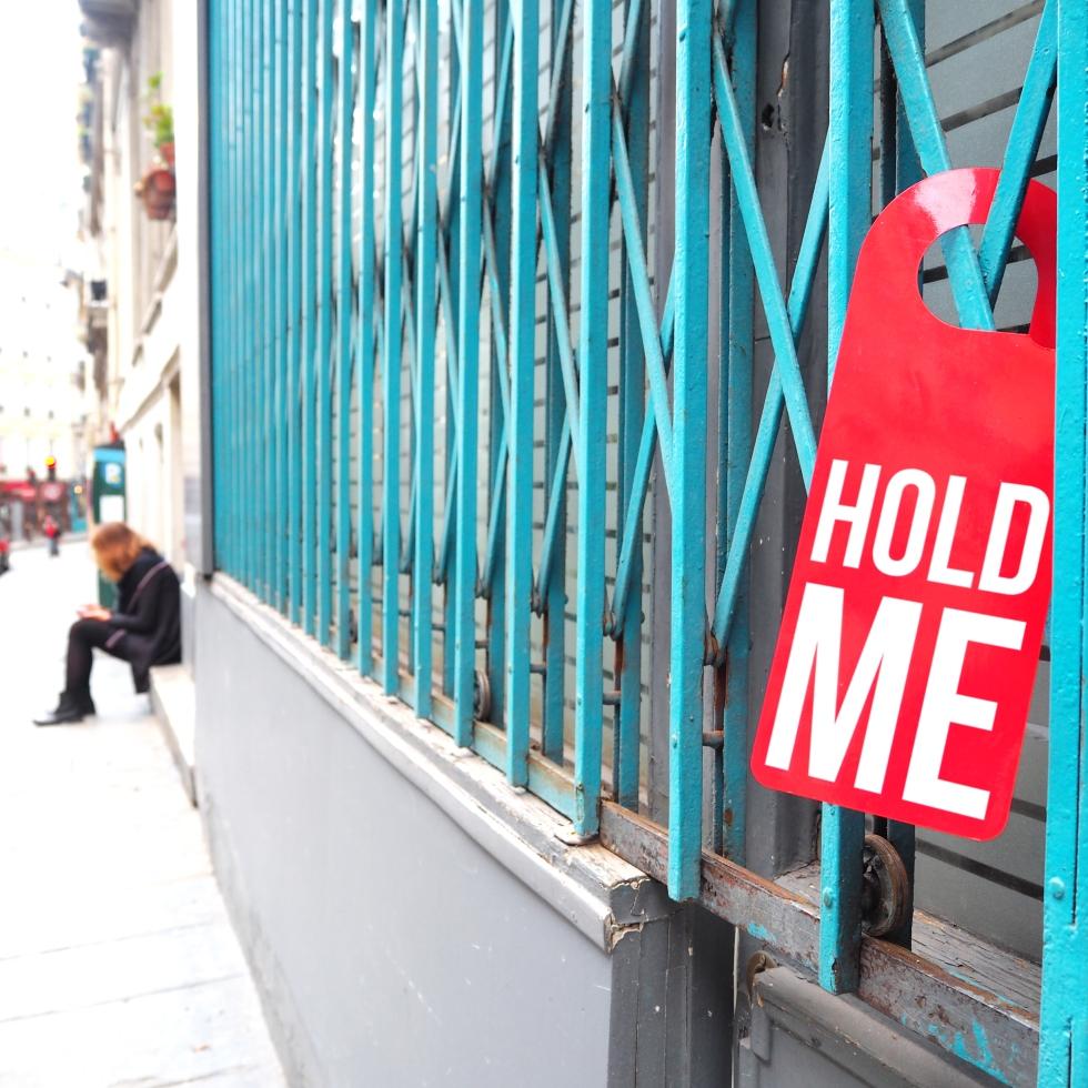 Door hanger « Hold me » – Paris – 2017 – Le Sonneur