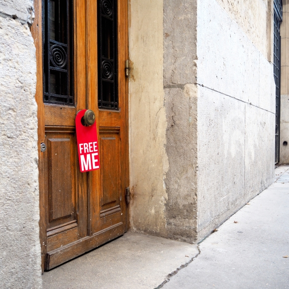 Door hanger « Free me » – Paris – 2017 – Le Sonneur