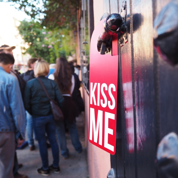 Door Hanger « Kiss Me » – Marrakech – 2018 – Le Sonneur