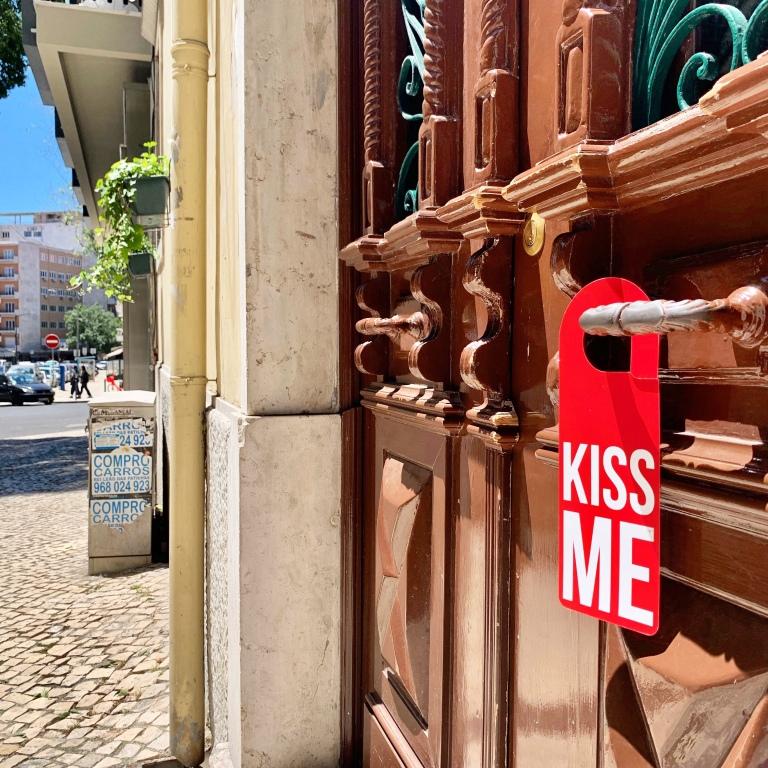 «Kiss Me» Door Hanger - Le Sonneur - Lisbon - 2019