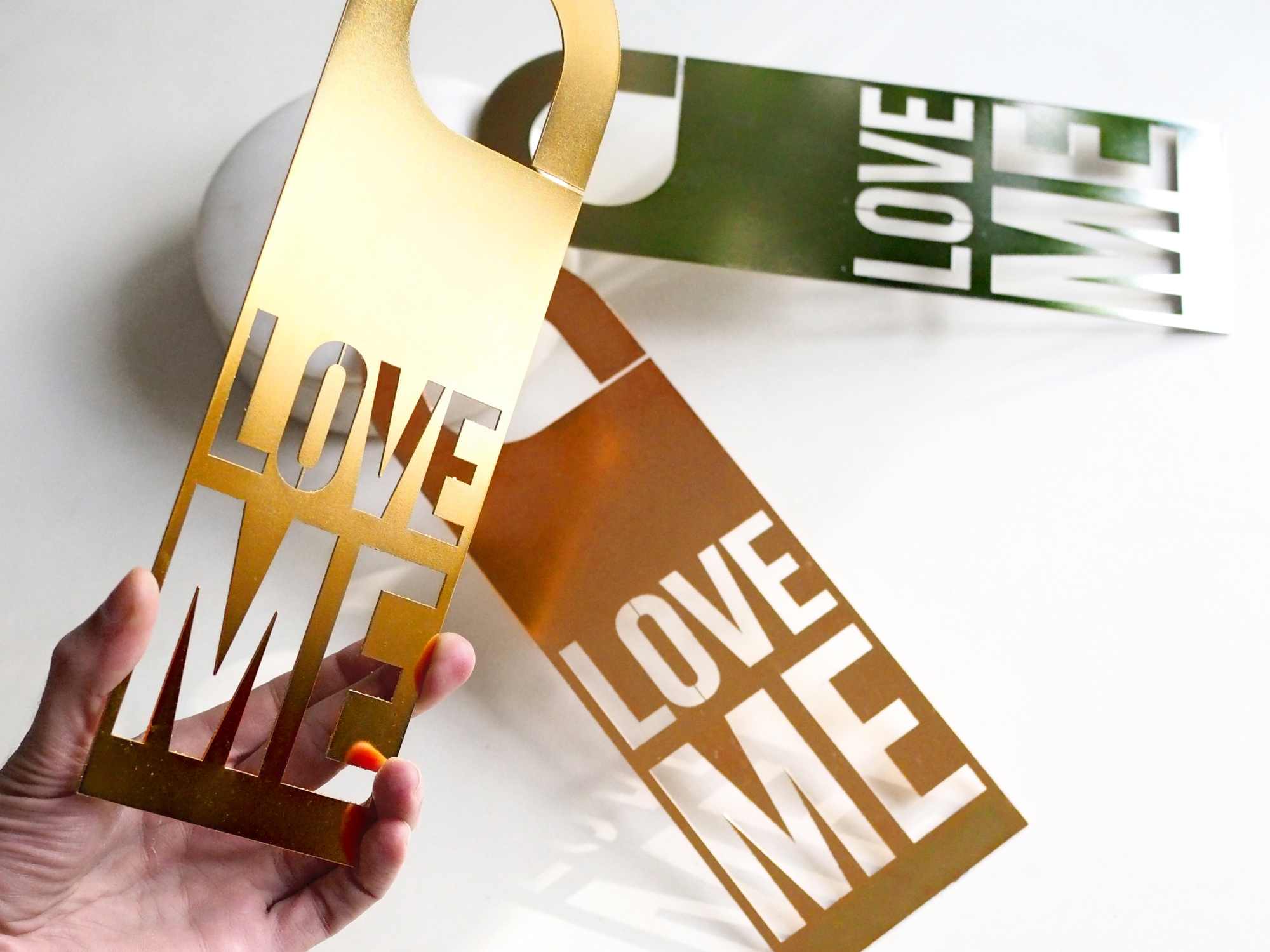 Door Hanger Love Me - Yellow, Pink and White Gold Limited Edition - Le Sonneur - 2019